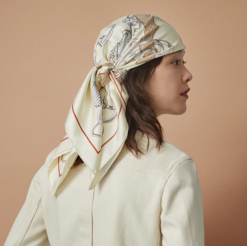 エルメスのスカーフをヘッドで使う