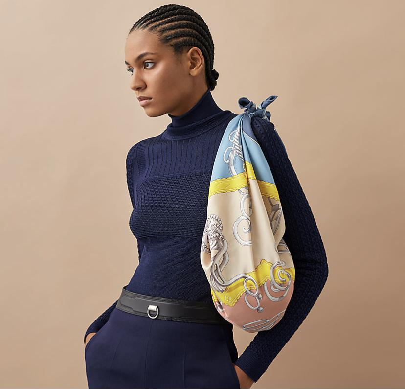 エルメスのスカーフをバッグに