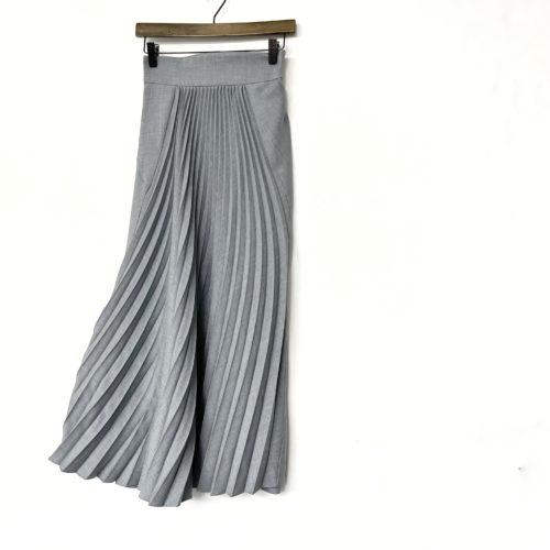 お買取したマメクロゴウチのカーブプリーツスカート